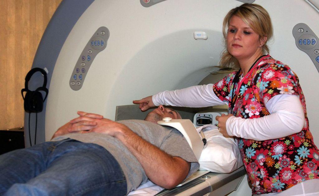 Процесс проведения исследования на томографе
