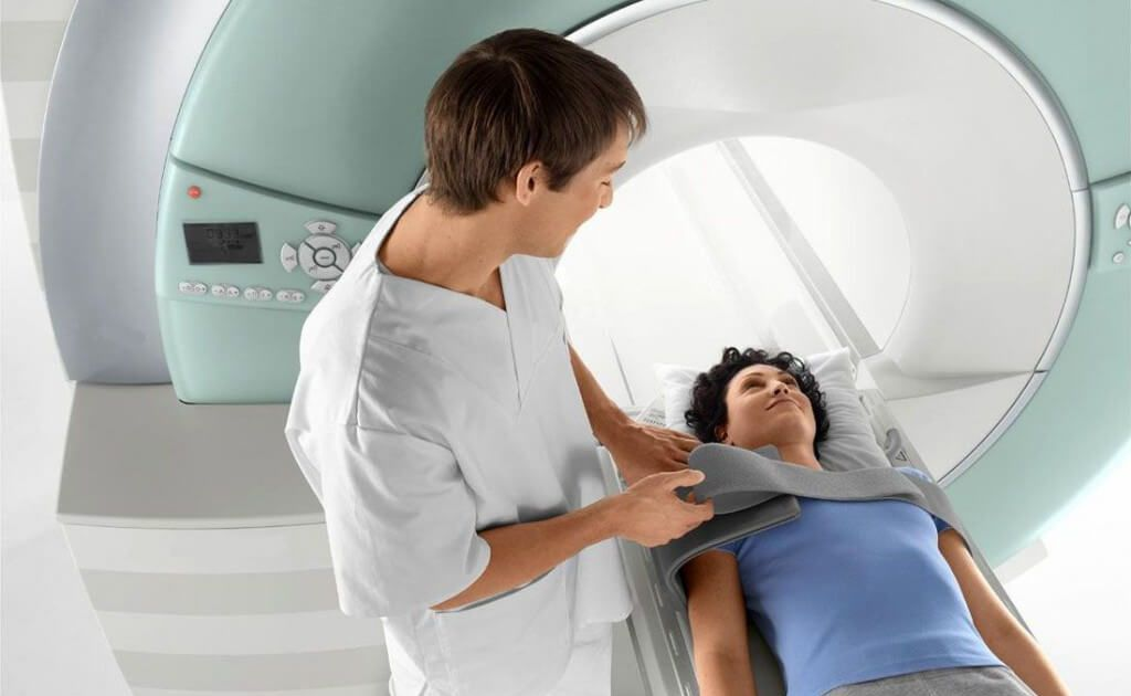 Выполнение обследования на томографе