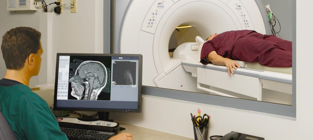 Прохождение обследования на томографе