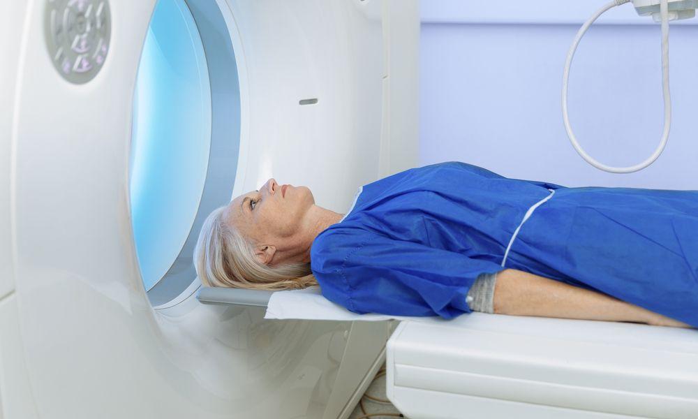 Процесс обследования пациента с помощью томографа