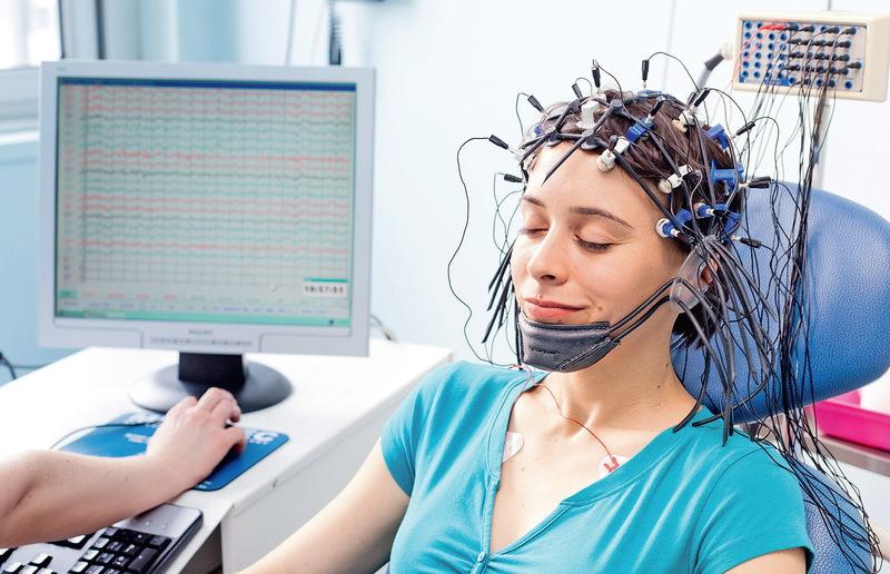 Обследование головного мозга женщине